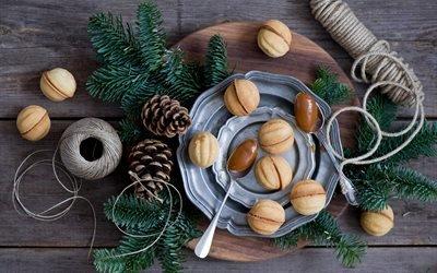доски, тарелки, ложки, выпечка, ветки, ель, ёлка, клубок, нитки, шишки