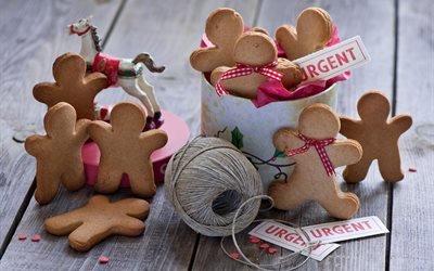 доски, выпечка, печенье, пряники, клубок, нитки, игрушка, лошадка