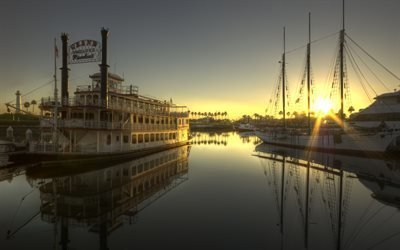 Рассвет над тихоокеанским побережьем, Старое речное судно, Grand Romance, Ночной клуб, Калифорния