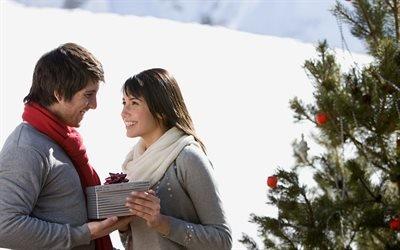 люди, мужчина, женщина, пара, зима, снег, ёлка, праздник, новый год, подарок, радость