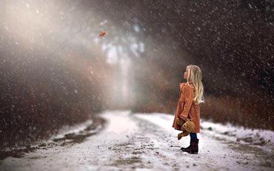 дети, ребёнок, девочка, дорога, осень, зима, снег, лист, мишка, игрушка