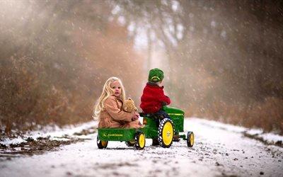 дети, мальчик, девочка, пара, трактор, зима, снег, дорога, игра