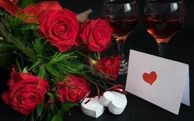 бокалы, вино, розы, цветы, листья, трава, сердечки, праздник, записка, серпантин