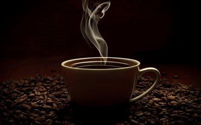 чашка кофе, кофейные зерна, пар