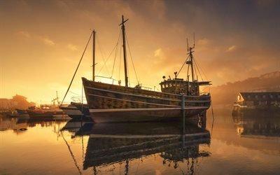 Утренний туман, Бухта, Рыбацкая лодка, Меваджисси, графство Корнуолл, Британия