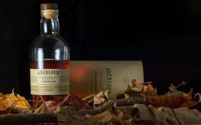 Натюрморт с бутылкой виски среди опавшей листвы, Aberlour, Аберлауэр, шотландский односолодовый виски