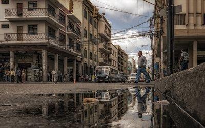 Улица, Лужа, Отражение, Гуаякиль, Эквадор
