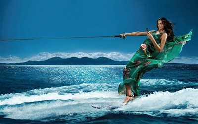 Водные лыжи, Девушка, Зеленое платье, Телефон