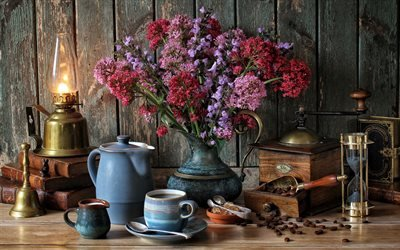 Антикварный натюрморт, Керосиновая лампа, Букет цветов, старая кофемолка, Песочные часы, Книги