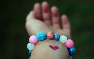 браслет, рука
