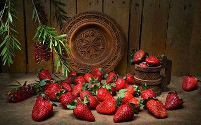 доски, ягоды, клубника, кружка, тарелка, ветки