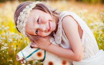 дети, ребёнок, девочка, радость, природа, лето, поле, лошадка, игрушка