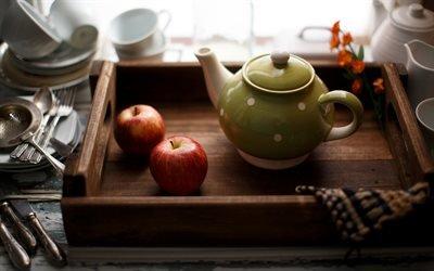 Натюрморт с яблоками, Деревянный поднос, Зеленый заварник, Яблоки