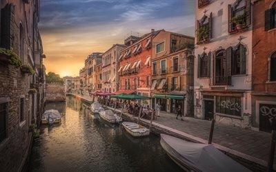 Италия, Венеция, город, дома, канал, вода, вечер, мост, лодки, набережная, люди