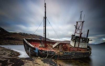 Закат, Песчаный берег, Старая рыбацкая лодка