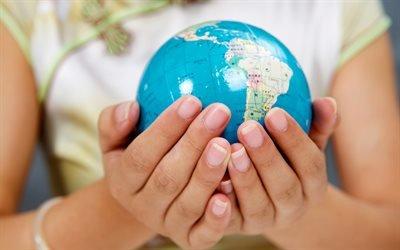 планета в руках, глобус в руках, берегите Землю, Земля