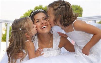 Свадьба, невеста, дети, смех, поздравления, поцелуи