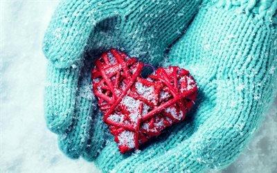 сердце в руках, зима, сердце из ниток, любовь