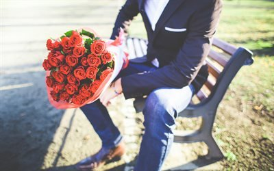 мужчина с букетом, букет красных роз, розы, мужчина в костюме, чоловік з букетом, букет червоних троянд, троянди, чоловік у костюмі