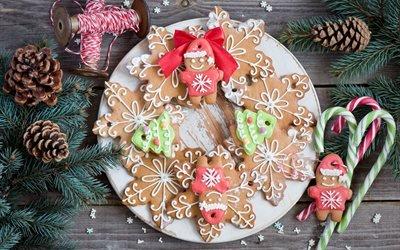 доски, выпечка, печенье, пряники, конфеты, нитки, ветки, ель, ёлка, шишки, праздник, рождество