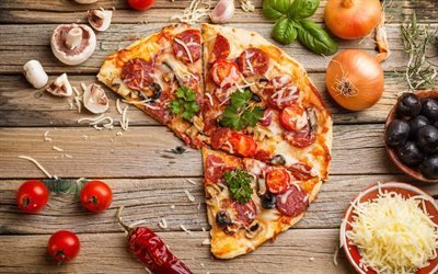 Пицца, помидоры, лук, перец, сыр