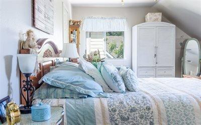 Интерьер спальни в прованском стиле, Мансарда, Деревянная кровать, Шкаф, Светильники